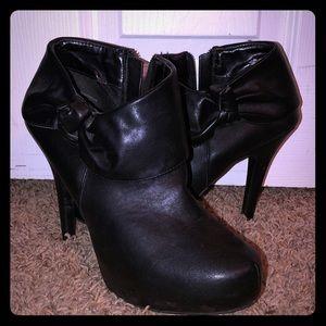 "Madeline Stuart Black 4 1/2""Stiletto Bootie Size 8"